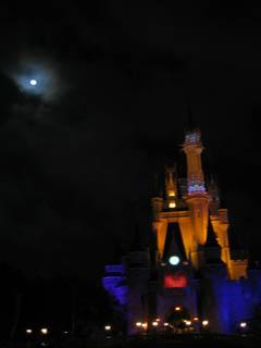 ディズニーお城と満月